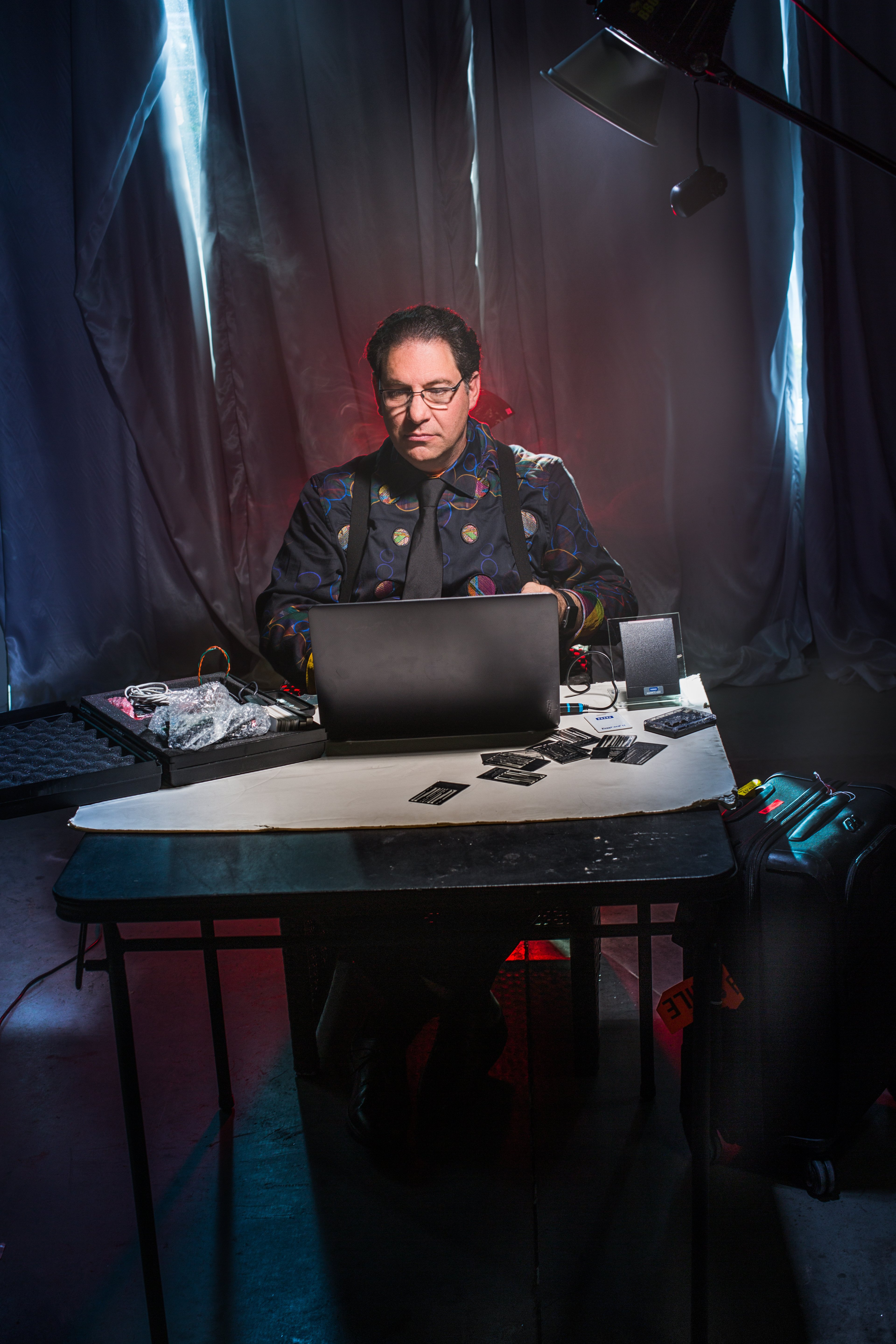 Kevin-Mitnick-Desk-Shot-1-High-Resolution