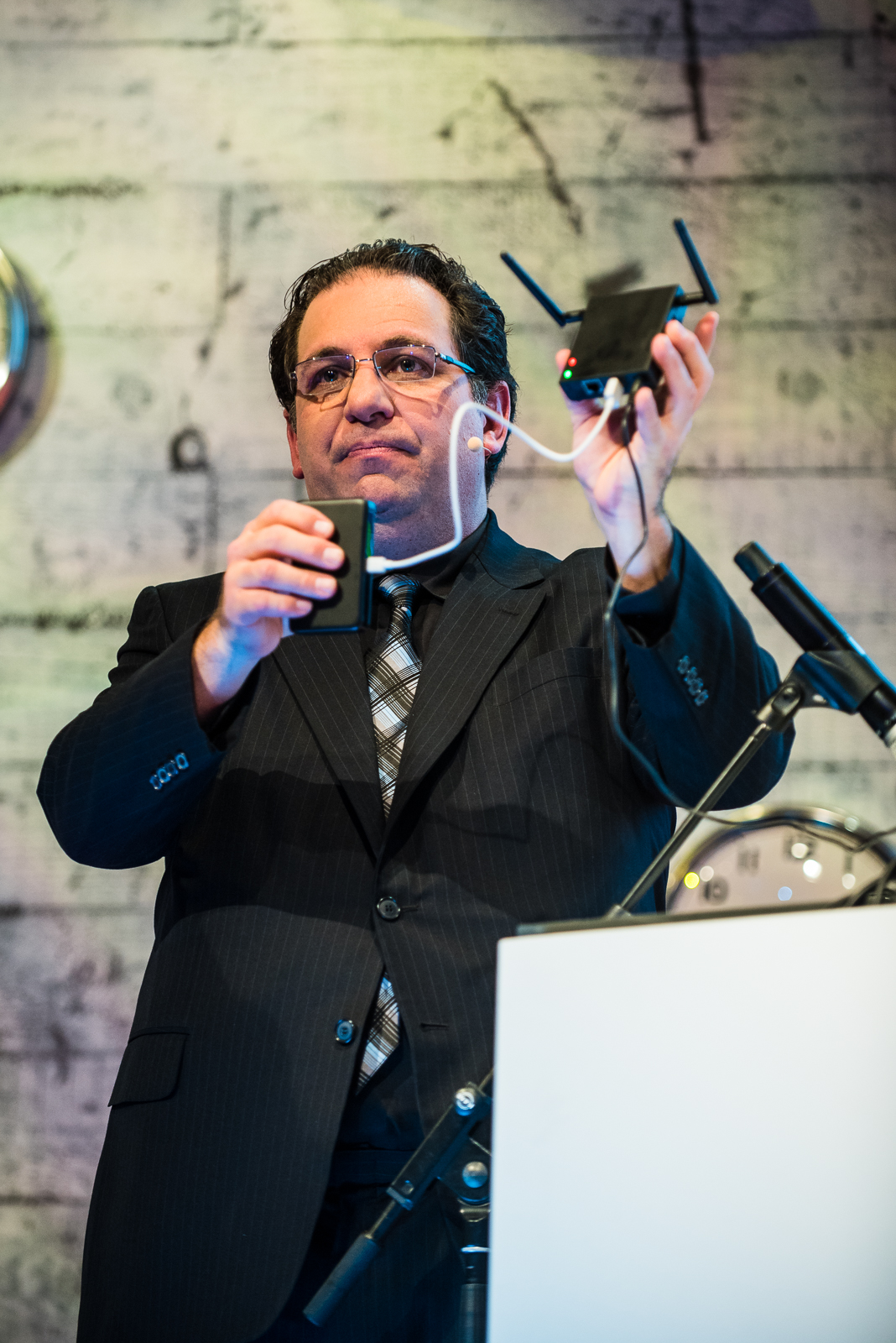 Kevin-Mitnick-Stage-Shot-1-High-Resolution